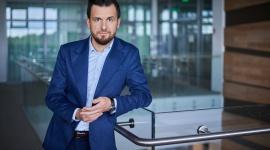 Pandemia zmieniła warunki pracy imigrantów z Ukrainy Praca, BIZNES - W 2020 roku zarówno przedsiębiorcy, jak i pracownicy, musieli zmierzyć się ze skutkami pandemii koronawirusa. Według raportu OTTO Work Force Central Europe w minionym roku, aż 82% pracowników z Ukrainy doświadczyło zmian w miejscu pracy. Niemal 70% respondentów (...)